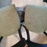Varianta číslo 1 - dvě židle u sebe, hrnec pod nimi.